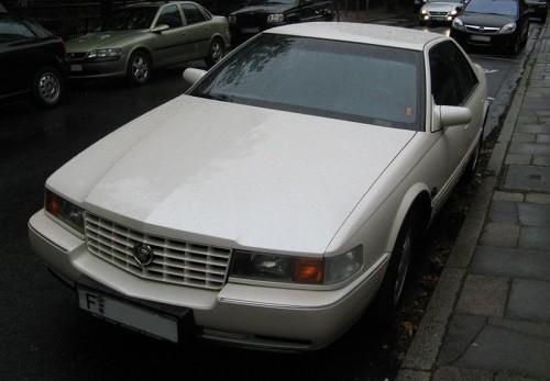 800px-Cadillac_seville_sts_in_frankfurt_vorn.jpg
