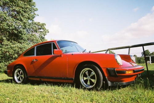 800px-1976_Porsche_911_2_7.jpg