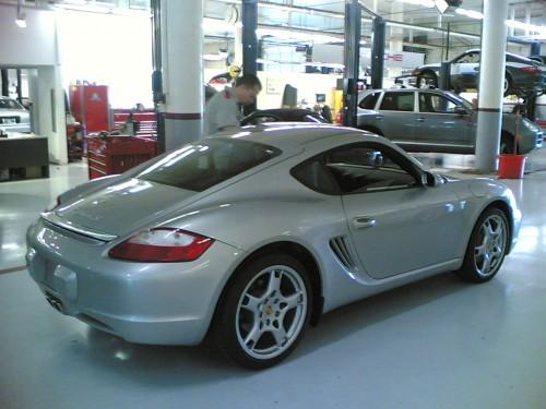 2006_Porsche_Cayman_S_-_US_version_-_silver.jpg