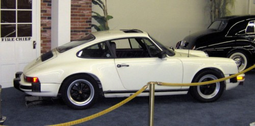 800px-1983_Porsche_911SC_Coupe_side.jpg