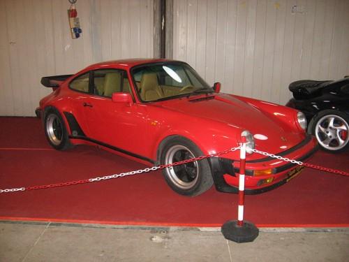 800px-Porsche_911-Turbo.jpg