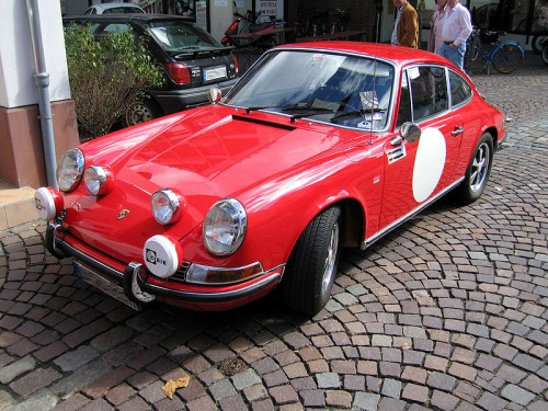 800px-Porsche_911_1965_red.jpg