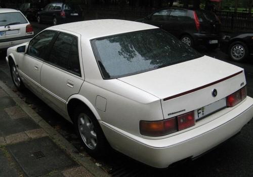 800px-Cadillac_seville_sts_in_frankfurt_hinten.jpg