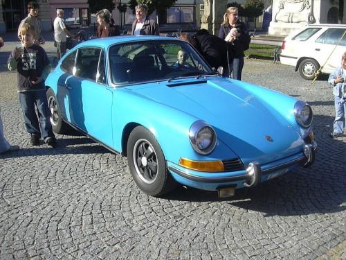 800px-Porsche_911_T_Coup%C3%A9.jpg