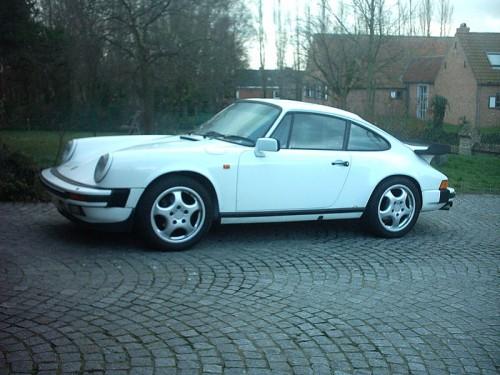 800px-Porsche_911-01.jpg