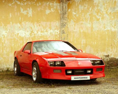 750px-Chevrolet_camaro_IROC-Z-red_front_view-sstvwf.jpg