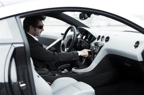 2010-Peugeot-RCZ-interior-Image-06-800.jpg