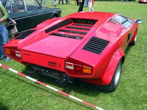 800px-Lamborghini_countach_5000s_rear.jpg