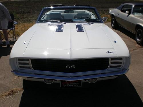 800px-1969_white_Chevrolet_Camaro_SS_front.jpg