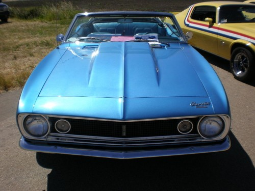 800px-1967_blue_Chevrolet_Camaro_convertible_front.jpg