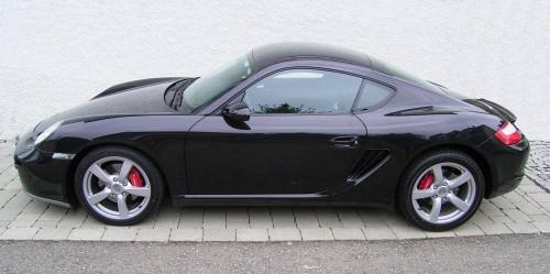 Porsche_Cayman_(Black)_-_Side.jpg