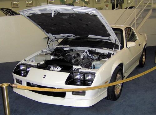 800px-1989_Chevrolet_Camaro_Z28_IROC_1LE.jpg